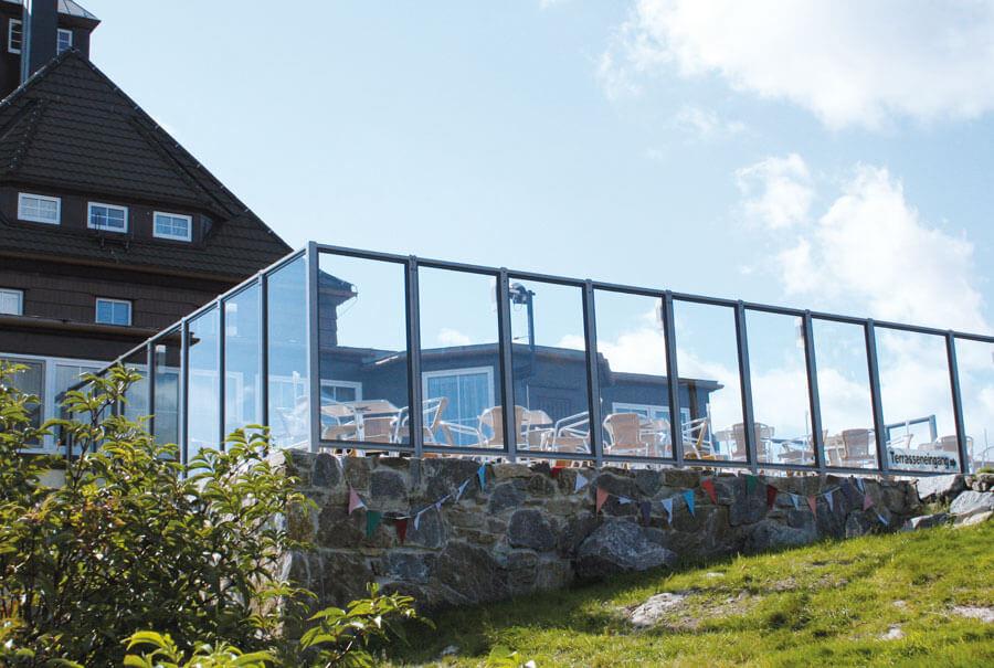 Terrasse am Berggasthaus Schwartenbergbaude