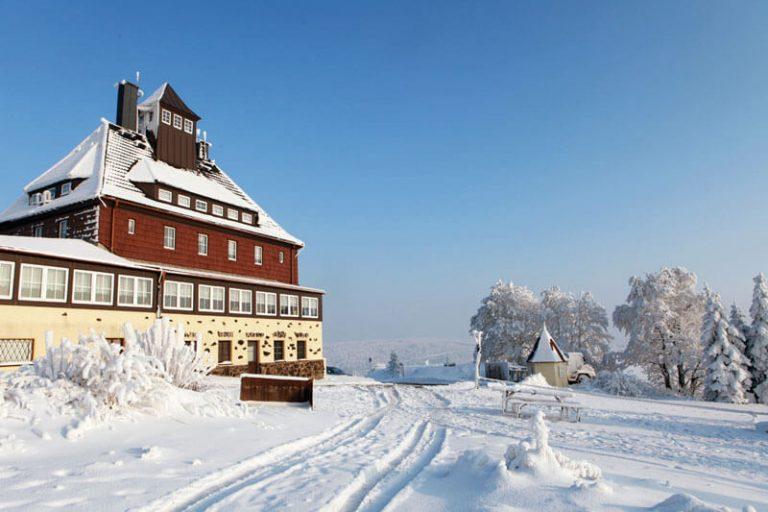 Berggasthaus Schwartenbergbaude zur Winterzeit