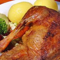 Großes Martinsgans-Essen auf dem Schwartenberg