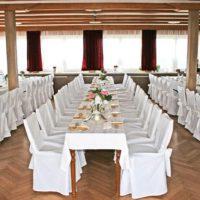 Festsaal mit 110 Plätzen im Berggasthaus Schwartenbergbaude